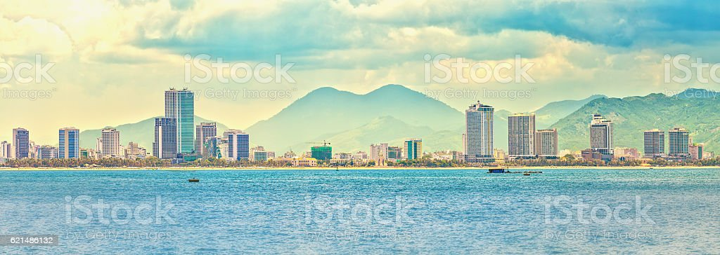 Panoramic cityscape with skyscrapers along beautiful beaches foto stock royalty-free