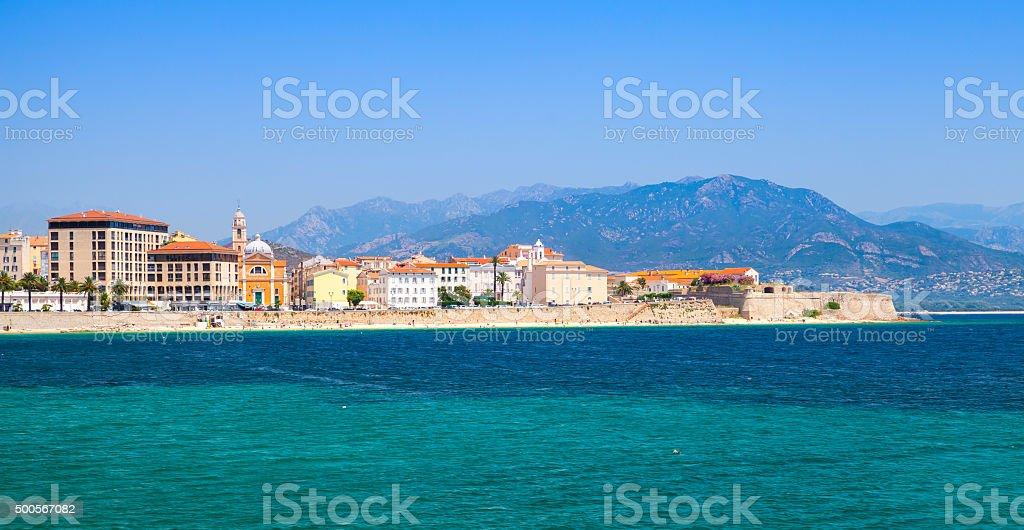 Vista panorámica de la costa de paisaje urbano de Ajaccio, córcega - foto de stock