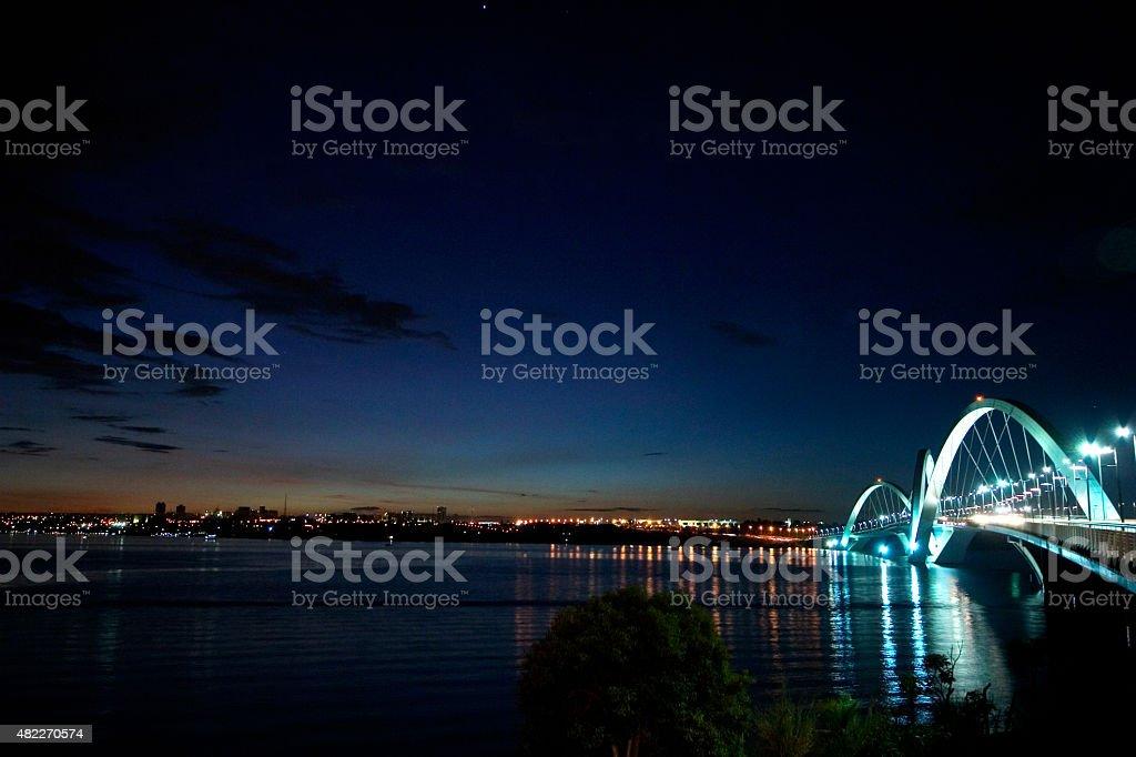 Imagem panorâmica de JK Bridge à noite foto royalty-free