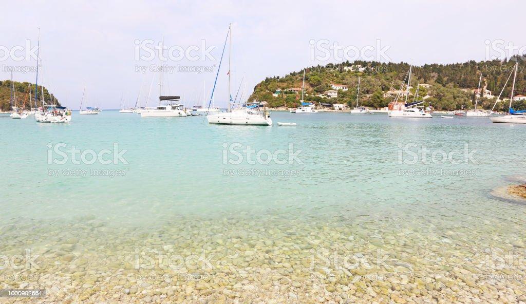 paisagem panorâmica da aldeia de Lakka Paxos ilha Grécia - foto de acervo