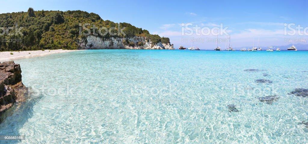 paisagem panorâmica da praia de Voutoumi Antipaxos ilha Grécia - foto de acervo