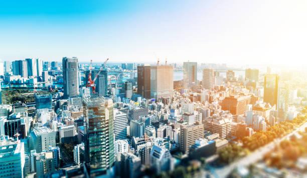 Panoramablick auf die moderne Stadt Skyline in Tokio mit Miniatur-Lens-Tilt-Shift Unschärfe-Effekt – Foto