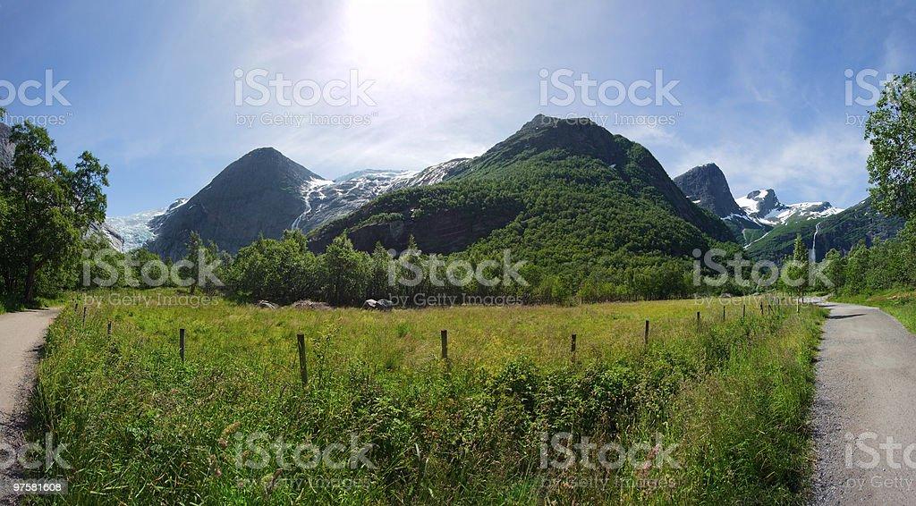Une vue panoramique sur la montagne meadow, Norvège photo libre de droits