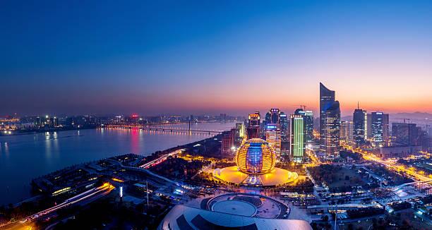 Panorama bei Nacht von Hangzhou, china – Foto