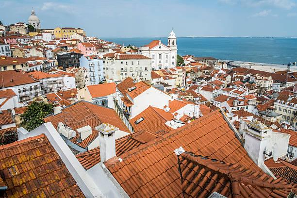 panoramic of alfama district  in lisbon - carlosanchezpereyra fotografías e imágenes de stock