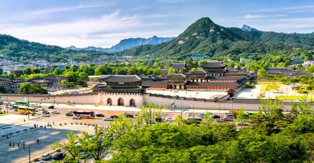 panoramique du palais gyeongbokgung et la maison bleue, séoul, corée du sud - séoul photos et images de collection