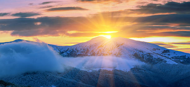 Panoramic of majestic sunrise in the  winter mountains. – Foto