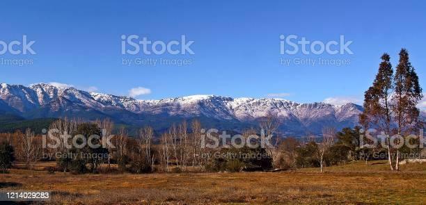 Panoramic of the snowy mountains of sierra de gredos picture id1214029283?b=1&k=6&m=1214029283&s=612x612&h=fivrf ifple120xdwklb1jug3gkko tou1pd6fj6jmy=