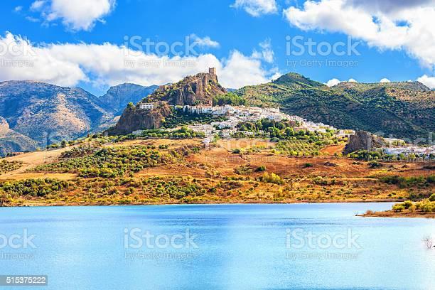 Panoramic of zahara de la sierra over guadalete river picture id515375222?b=1&k=6&m=515375222&s=612x612&h=afydfckzwkkucgxaeypjzp1 sgph9jkx ppilkyuove=