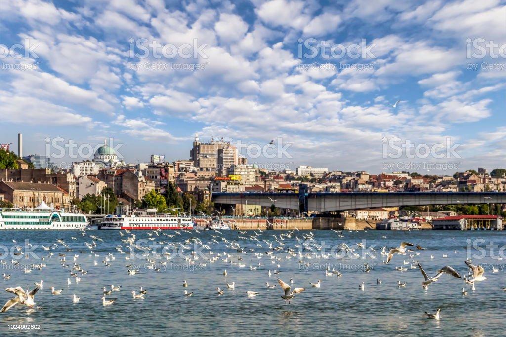 Photographie panoramique de Skyline nuageux du centre de Belgrade et le secteur riverain de la rivière Sava vue - Photo