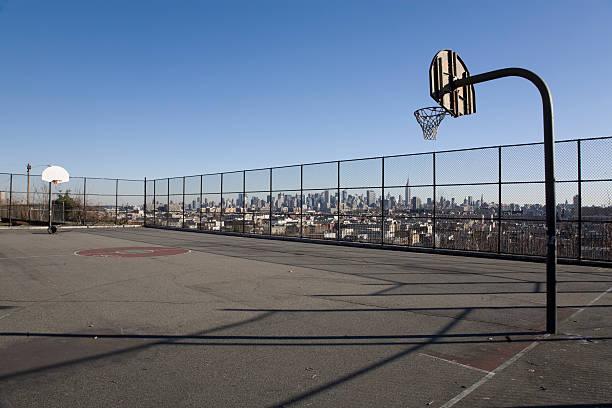 Basketball mit Manhattan-Hintergrund – Foto