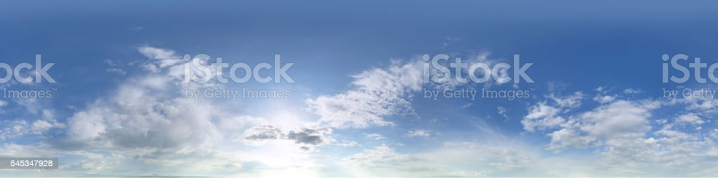 Panorâmica céu com nuvens - fotografia de stock