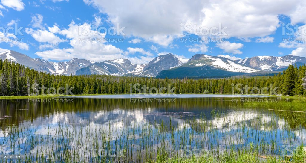A panoramic summer view of Bierstadt Lake and its surrounding Rocky Mountain Peaks, Rocky Mountain National Park, Colorado, USA. stock photo