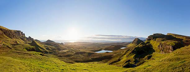panorama sonnenaufgang im quiraing auf der insel der skye schottland - schottische kultur stock-fotos und bilder