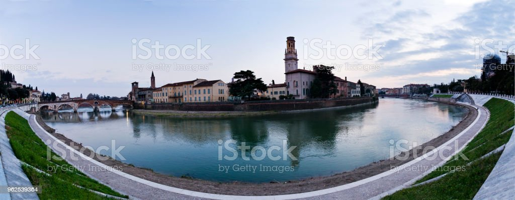 Vista panorâmica da curva do Adige, Verona - Foto de stock de Arquitetura royalty-free
