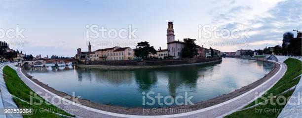 Foto de Vista Panorâmica Da Curva Do Adige Verona e mais fotos de stock de Arquitetura