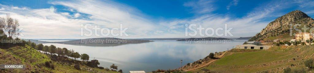 Vista panorámica del pantano de Alange - foto de stock