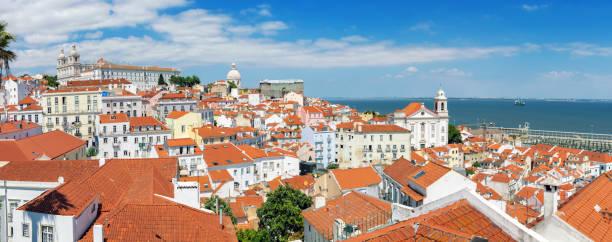 Panoramablick über Alfama Viertel in Lissabon – Foto