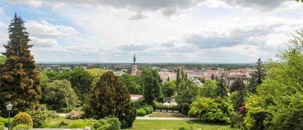 panoramablick auf baden und abendkonzerte. österreich panorama genäht - sommerferien baden württemberg stock-fotos und bilder
