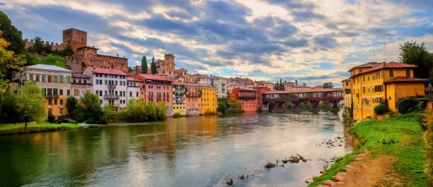 panoramablick von bassano del grappa, italien - vicenza stock-fotos und bilder