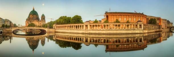 panorama des bode-museums - brücke museum berlin stock-fotos und bilder