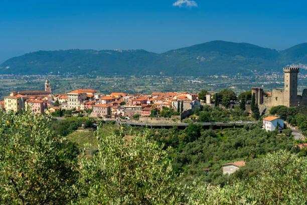Vista panorâmico de Castelnuovo Magra, Liguria - foto de acervo