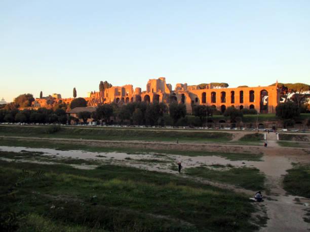 panoramablick auf circus massimo bei sonnenuntergang - liliana stock-fotos und bilder