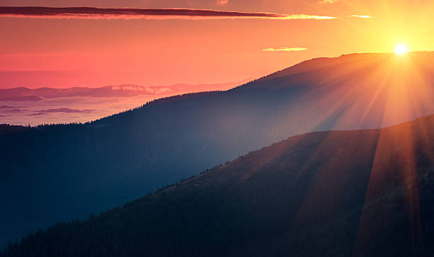 Panoramic view of  colorful sunrise in mountains. – Foto