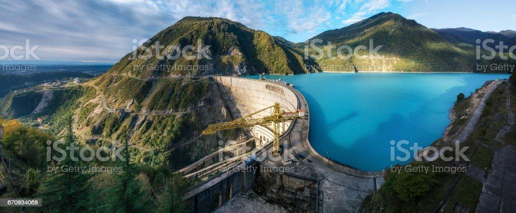 Vista panorâmica de Inguri hidroeléctrica HES na Geórgia - foto de acervo