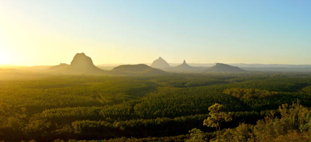 panoramic view of glass house mountains at sunset in queensland, australia. - queensland foto e immagini stock