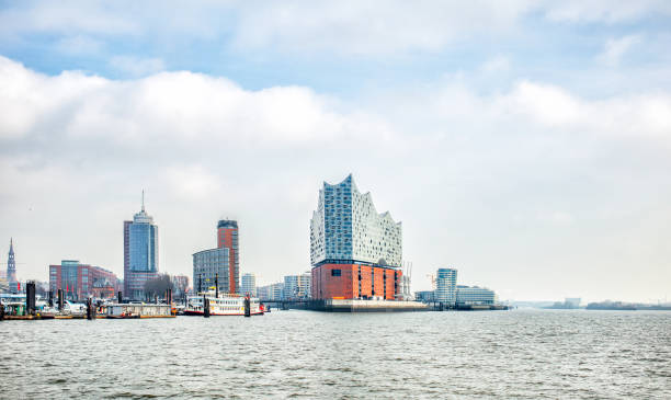 panoramablick über die hamburger city und elbphilharmonie - hotel stadt hamburg stock-fotos und bilder