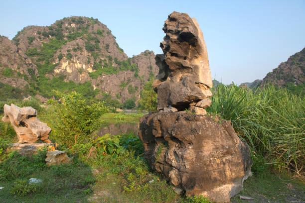 Panoramablick auf Karstformationen in Tam Coc – Foto