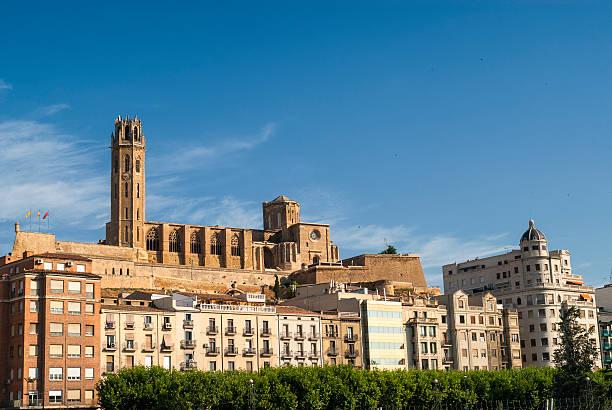панорамный вид из лерида (испания - лерида стоковые фото и изображения