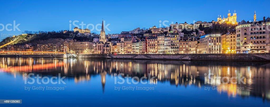 Vue panoramique de Lyon avec Rivière Saône par nuit - Photo