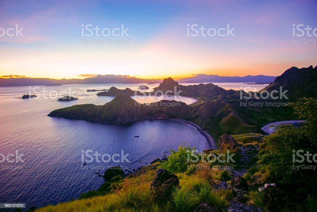 Panorama der majestätischen Padar Insel im herrlichen Sonnenuntergang. – Foto