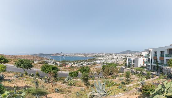 보드룸 항구에서 요트와 바다의 파노라마 보기 각도에 대한 스톡 사진 및 기타 이미지