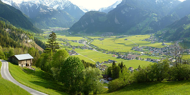 Panoramablick auf Mayrhofen und Hippach im Ziller valley – Foto