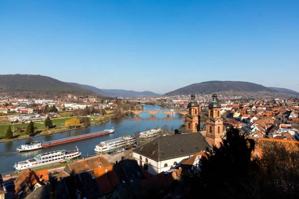 panoramablick auf miltenberg mit mainufer - main stock-fotos und bilder