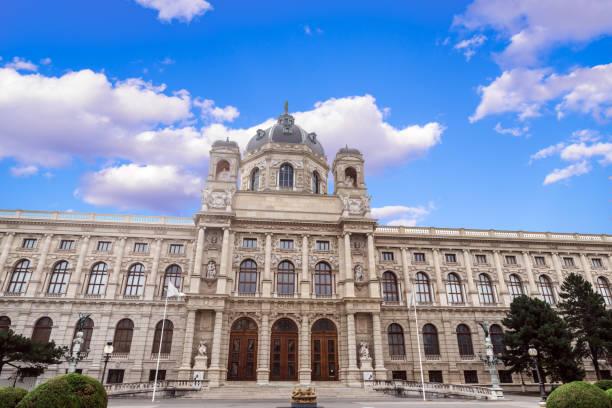 panorama der geschichte museum der bildenden künste in wien - kunsthistorisches museum wien stock-fotos und bilder