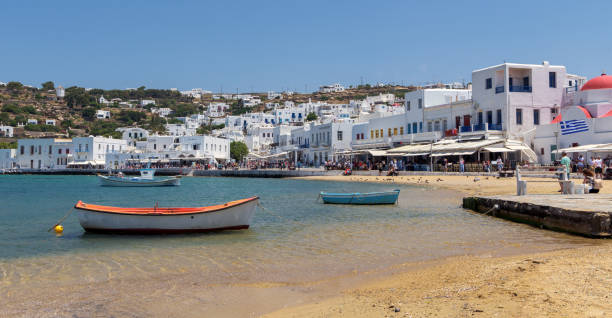 Panoramic view of Mykonos beach and white town - foto stock