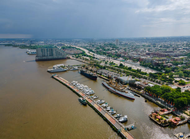 vue panoramique de philadelphie, pennsylvanie, horizon du centre-ville des usa sur la rivière - rivière delaware photos et images de collection