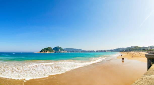panorama blick auf playa de la concha, san sebastian, donostia, baskenland, spanien - san sebastian donostia stock-fotos und bilder
