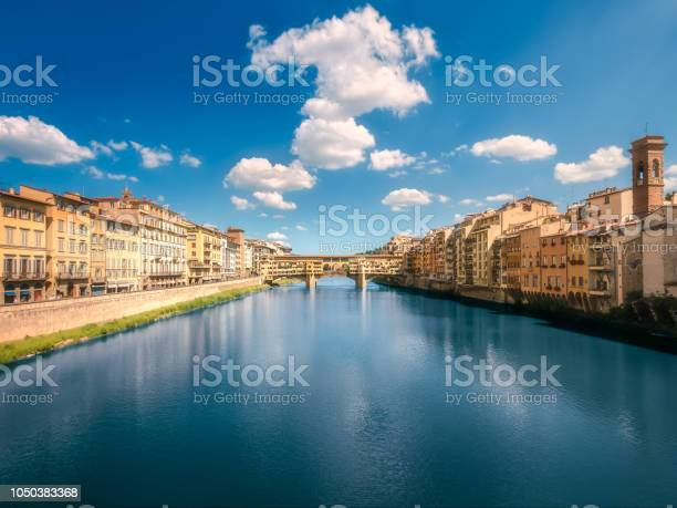 Panoramic view of ponte vecchio bridge florence picture id1050383368?b=1&k=6&m=1050383368&s=612x612&h=5q0qcaypecle63mdpvqhzs3wvo953h7lv4fkzhjp5qu=