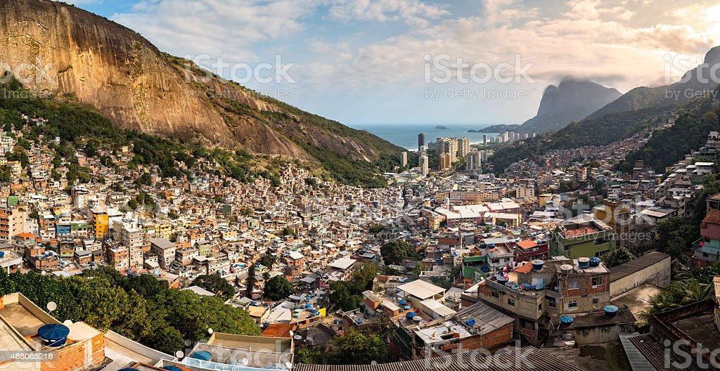 Vue panoramique sur le Rio de la slackline de la favela Rocinha - Photo