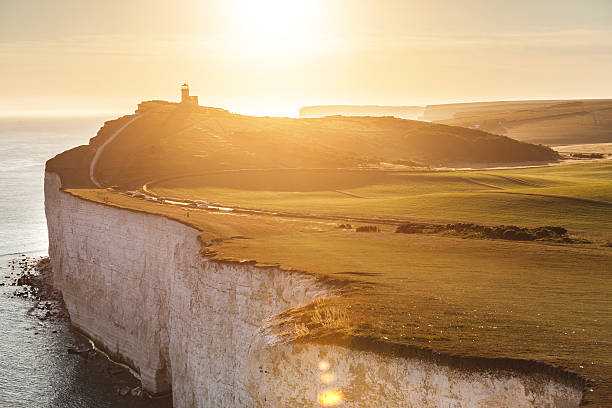 panoramic view of seven sisters cliffs at sunset - east sussex stockfoto's en -beelden