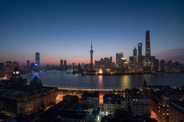 Panoramablick über shanghai Skyline und Huangpu Fluss im Sonnenaufgang, China – Foto