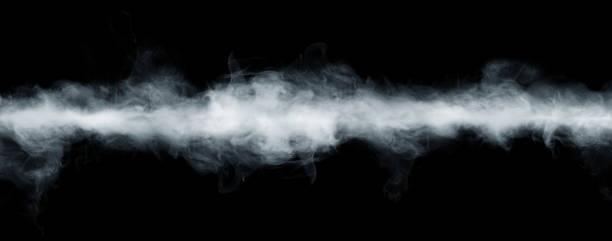 panoramisch uitzicht op de abstracte mist of rook bewegen op zwarte achtergrond. - mist stockfoto's en -beelden
