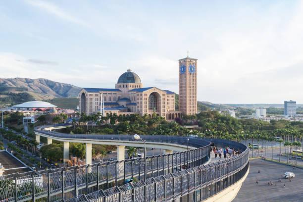 Vista panorâmica da Basílica de nossa Senhora Aparecida - foto de acervo