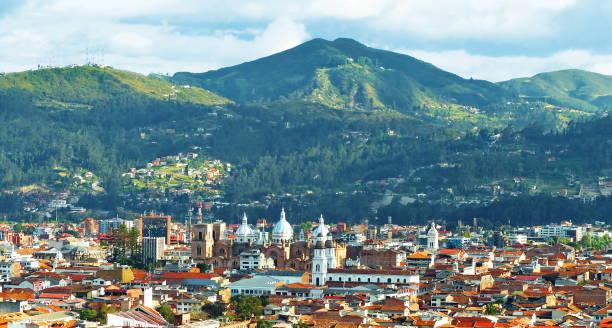 파노라믹 뷰 오브 더 시티 쿠엥카, 에콰도르 - 에콰도르 뉴스 사진 이미지