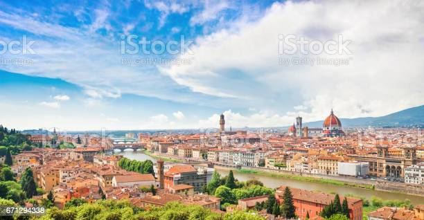 Panoramic view of the city of florence with river arno in tuscany picture id671294338?b=1&k=6&m=671294338&s=612x612&h=aabxhvk1aqo8gulirmyrqeash1z83legheb57ghtch0=